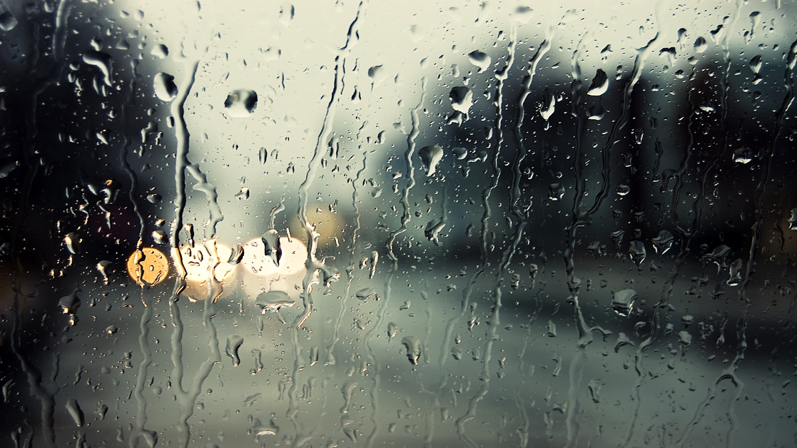 Rain_Drops_on_Window_HD_Desktop_Wallpaper